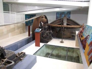 museo de la luz y agua turbina blanca